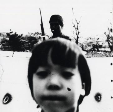 鈴木清写真集「天幕の街」より 三ツ池公園内の浦崎哲雄 鶴見 1980